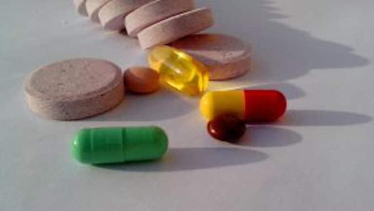 Píldoras de probióticos y suplementos dietéticos.