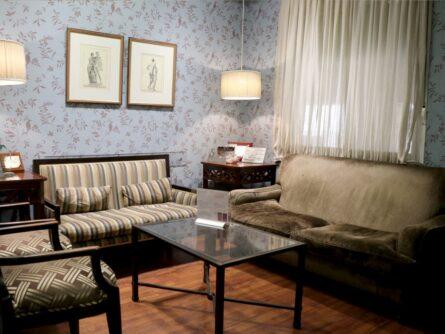 Sala de espera clínica de reproducción asistida Ginemed Sevilla